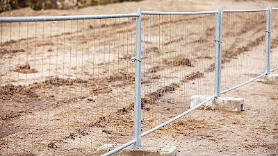 Temporary fence is removable and light weighted and suits well for construction sites.